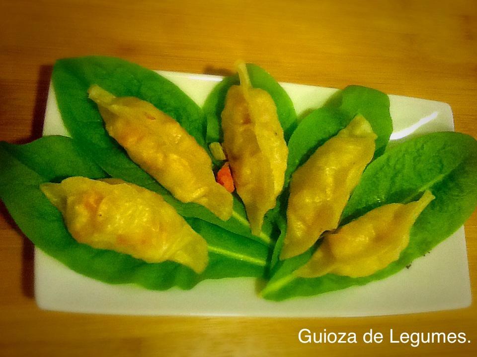 Guiozas recheados de legumes. Veja a receita dessa versão vegana e de uma recheada com camarões no blog Cozinha Sincera.