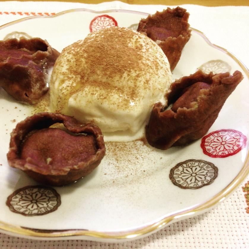 Tortellini de Chcolate recheado com Purê de Banana da Terra.