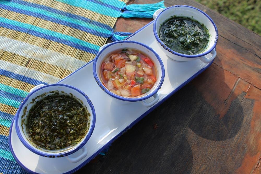 Chimichurri, Vinagrete e Zhug. Tres molhos para seu churrasco.