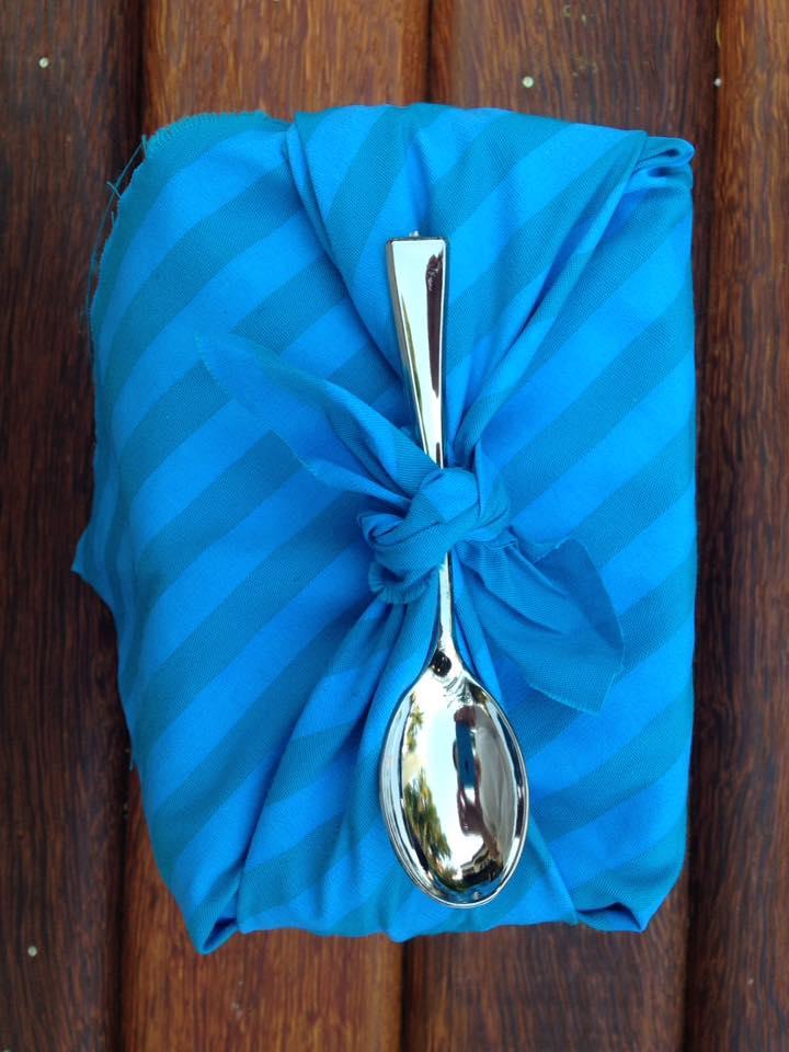 Bolo de Coco empacotado com a tècnica japonesa Furoshiki.